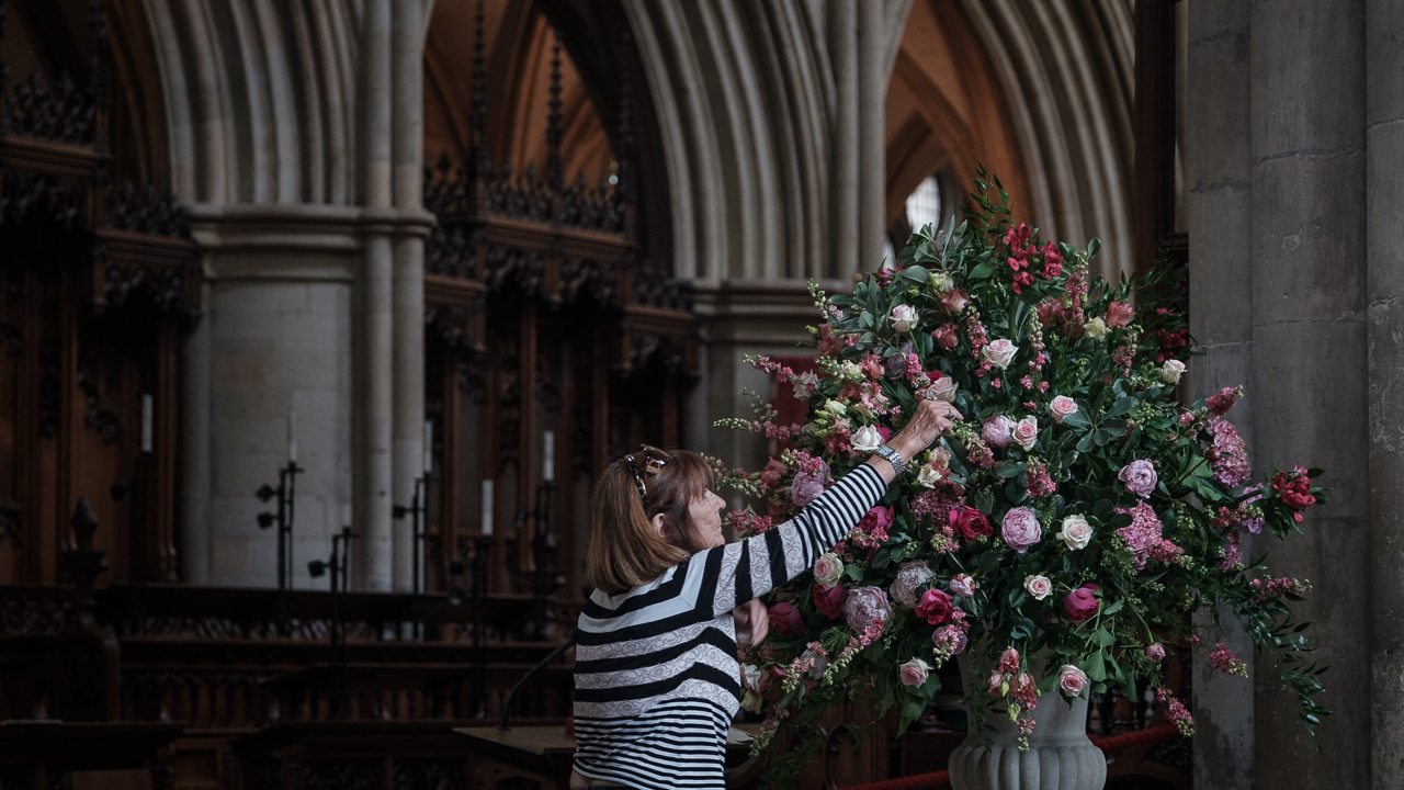 Flower arranging (C) Southwark Cathedral